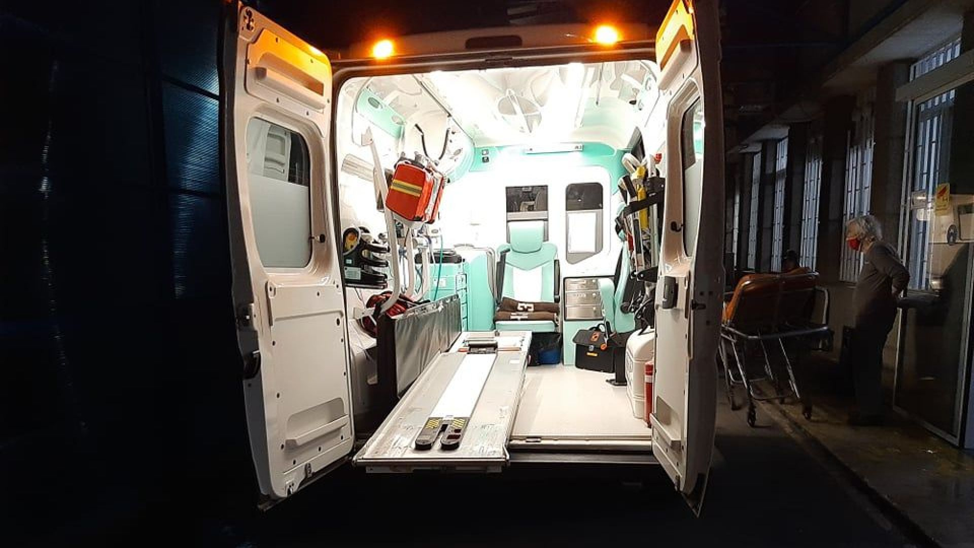Смъртоносна катастрофа между ТИР и две коли в Айтос, сред жертвите има и 2 деца (видео)