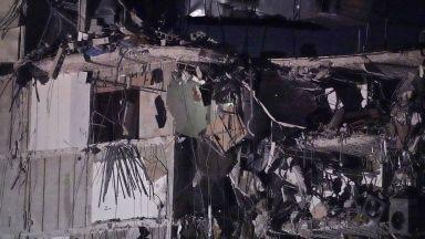 Издирват 99 души след рухването на сграда във Флорида