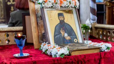 В Бургас излагат чудотворната икона с мощите на св. Ефрем Нови