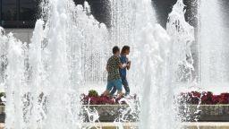 Заради жегите - в София ще раздават вода за пиене и ще оросяват булевардите