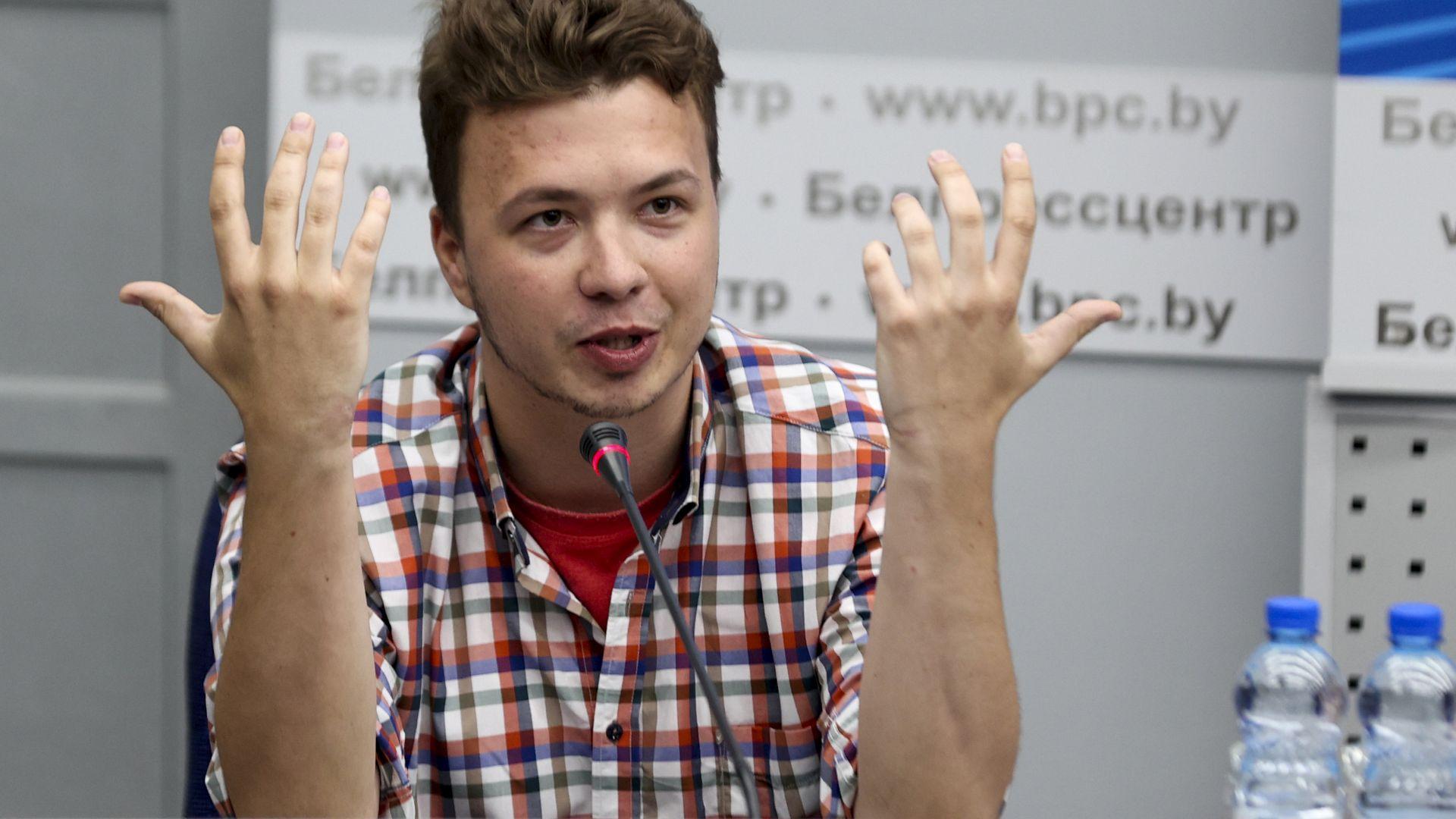 """Пратиха Протасевич в апартамент под наем с мярка """"домашен арест"""", семейството му не знае адреса"""