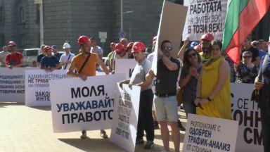 """Служители на """"Артекс"""" протестираха и пред МС, фирмата подаде нов иск в съда"""