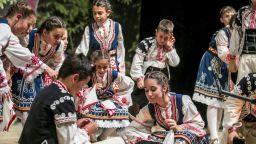"""Танцов ансамбъл """"Пламъче"""" ще представи България на Световната Фолклориада на CIOFF в Русия"""