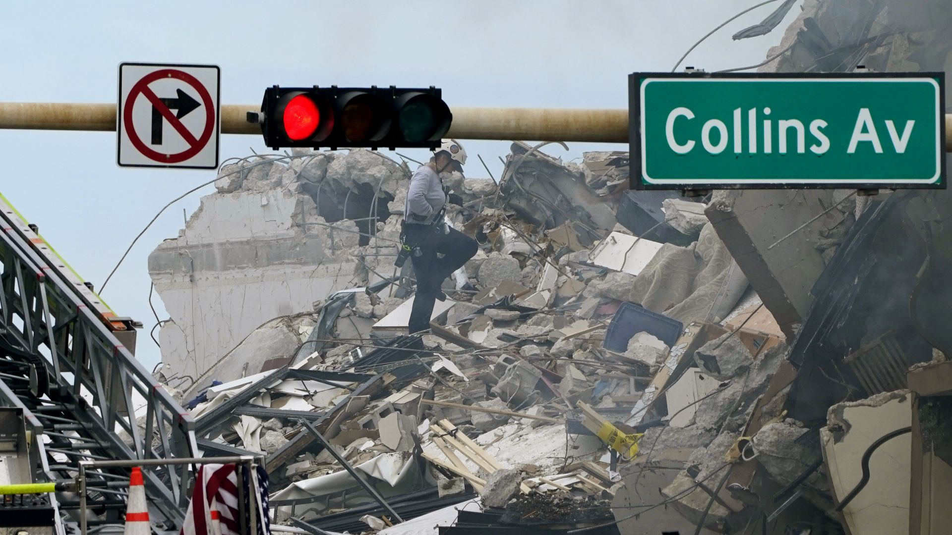 Камера заснела рухването на 12-етажния блок във Флорида, 159 са изчезналите (видео)