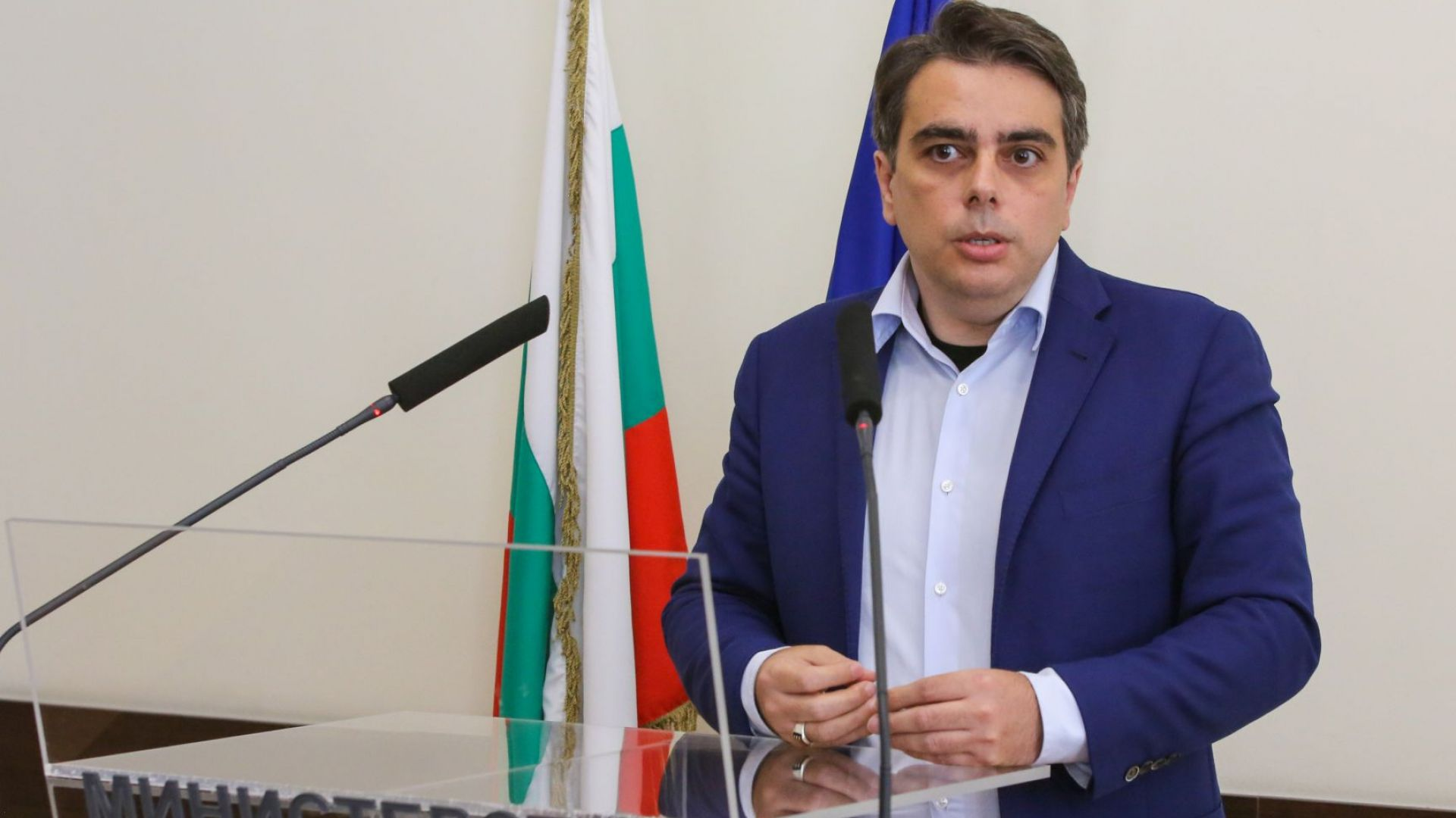 Асен Василев: Шефът на Държавната финансова инспекция се крие