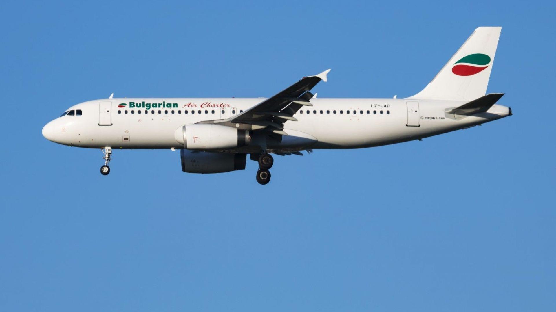 Двигателят на български самолет избухна в Италия, пилотът го приземи