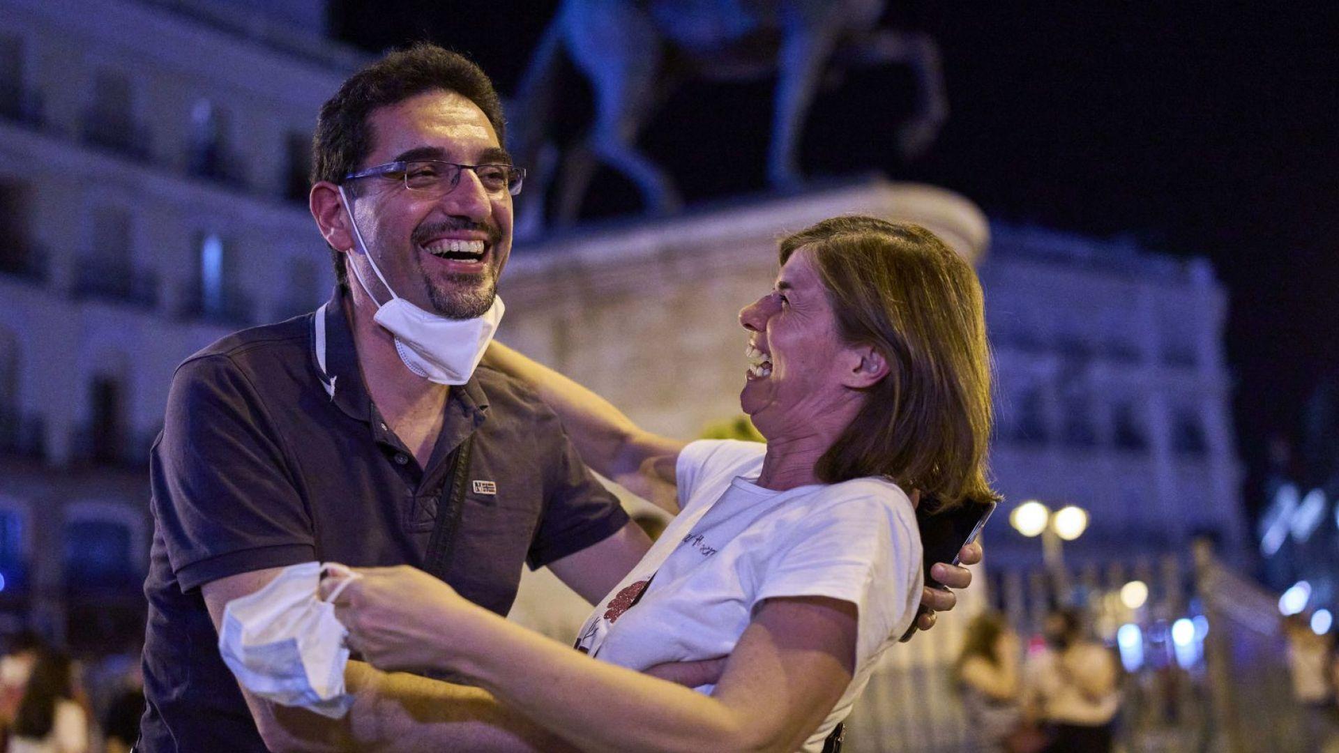 Испанците са щасливи, че може да ходят вече и без маски