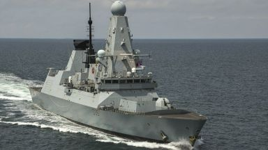 """Откриха секретни документи на британския кораб """"Дифендър"""" на автобусна спирка"""