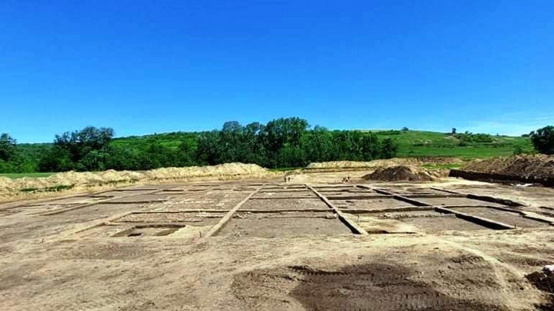 Древно съкровище изненада археолозите край строящ се път във Видинско (снимки)