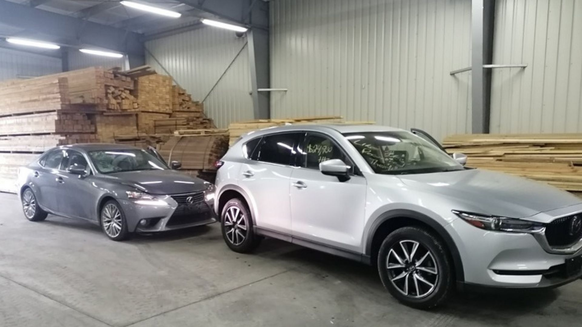 Вносители на автомобили лъжат за повреди заради ДДС и мито