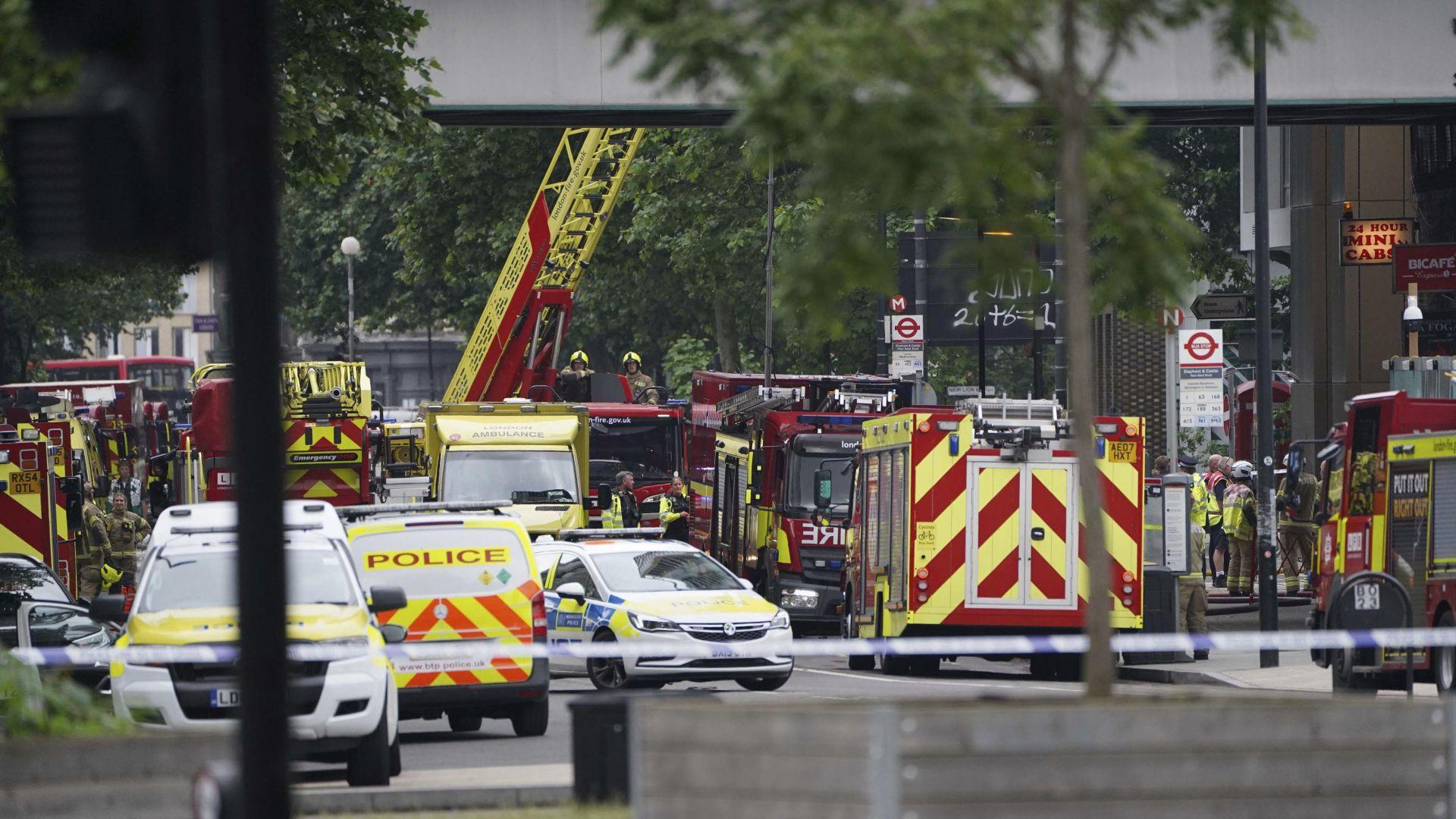 Огромен пожар избухна в близост до метростанция в Лондон (снимки/видео)