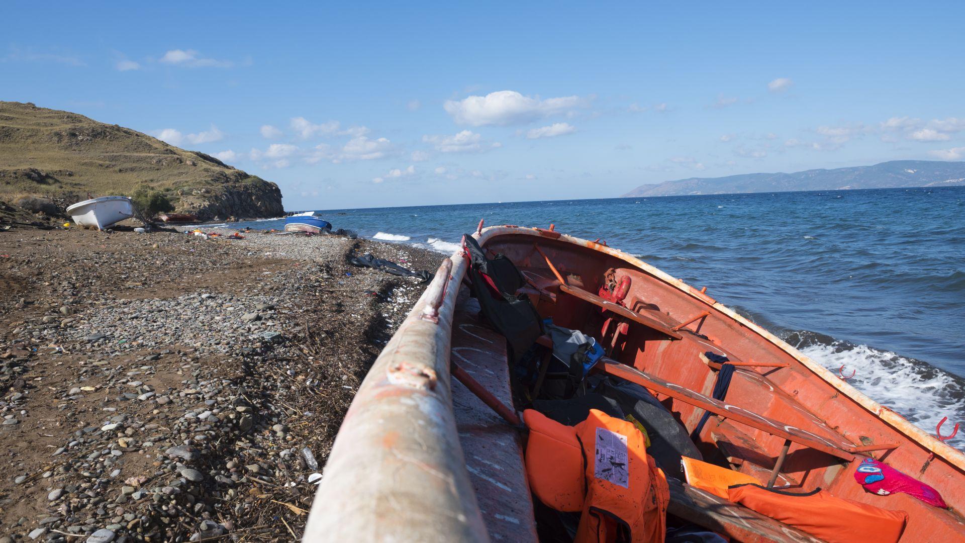 Лодка с 20 мъртви на борда се появи край Бахамските острови