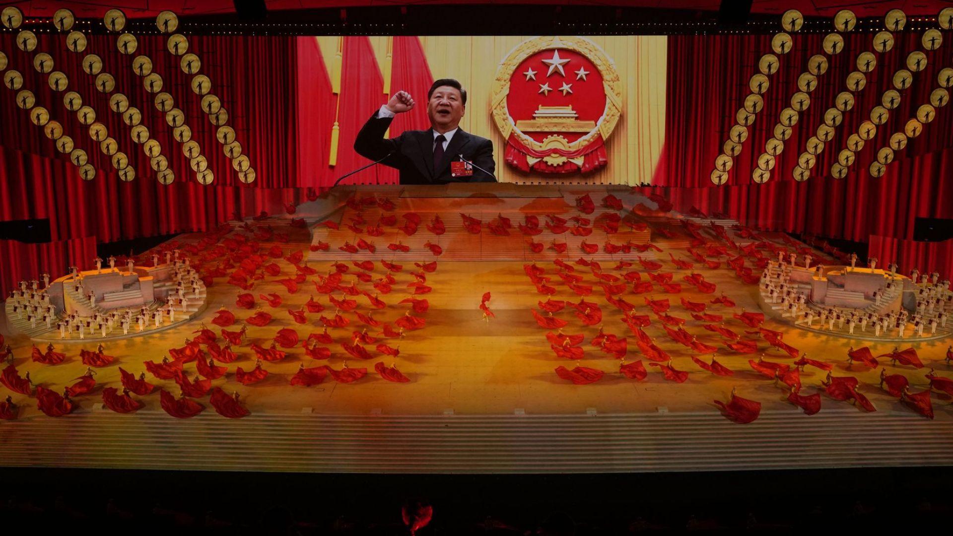 """Китайските комунисти с грандиозен спектакъл в """"Птичето гнездо"""" за 100 г. от създаването на партията"""
