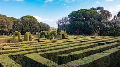 Да се изгубиш в лабиринта на най-стария парк на Барселона