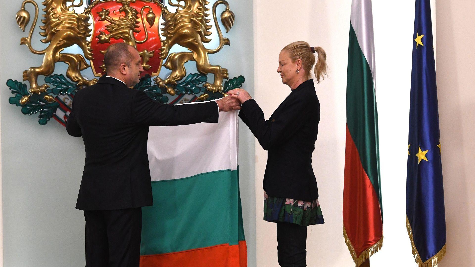Президентът Румен Радев връчи флага на олимпийската ни делегация