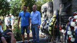50 години без Гунди и Котков, фенове и легенди поднесоха венци и цветя