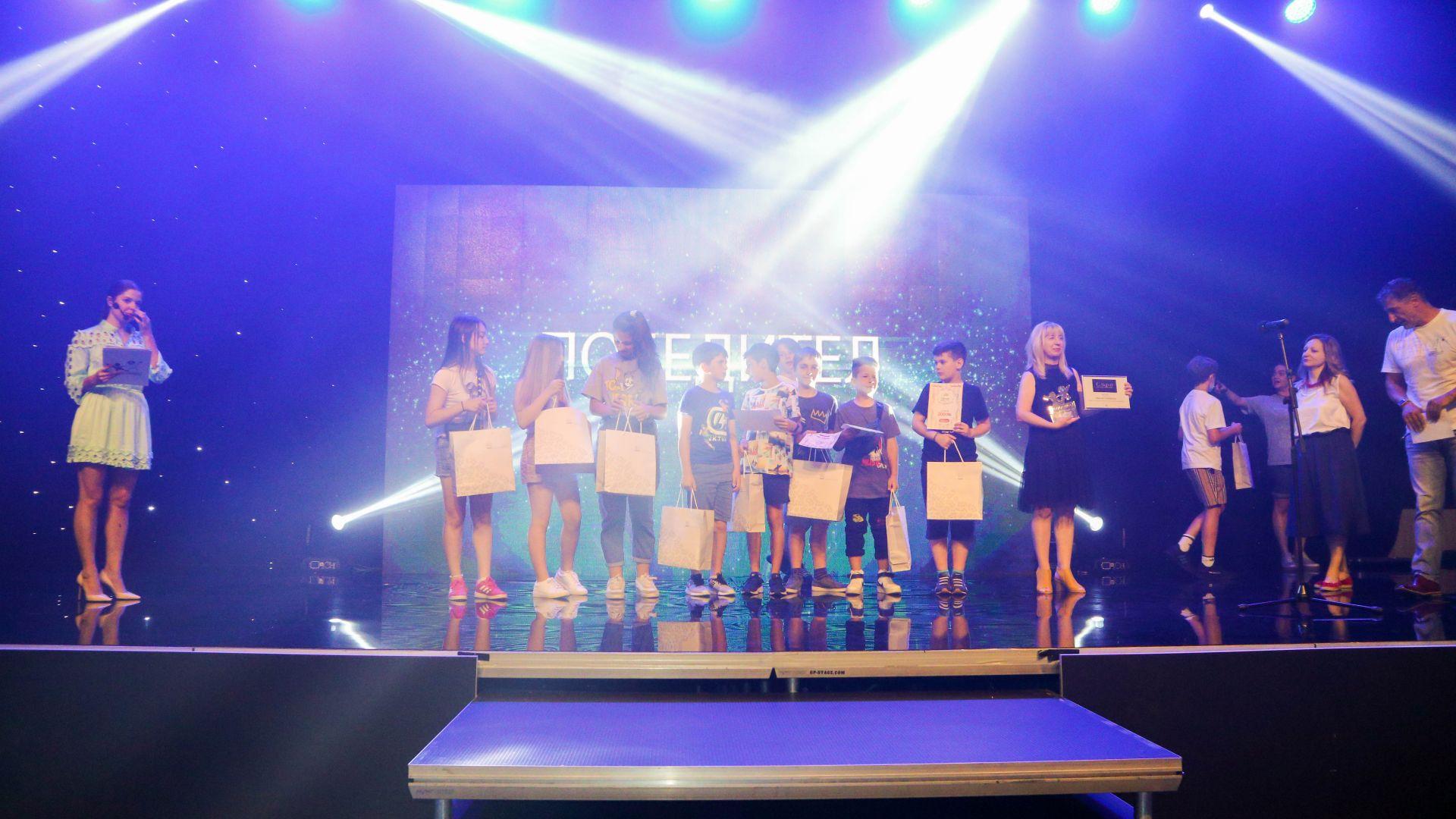"""Връчиха за втори път наградите """"Дете на годината"""" (снимки)"""