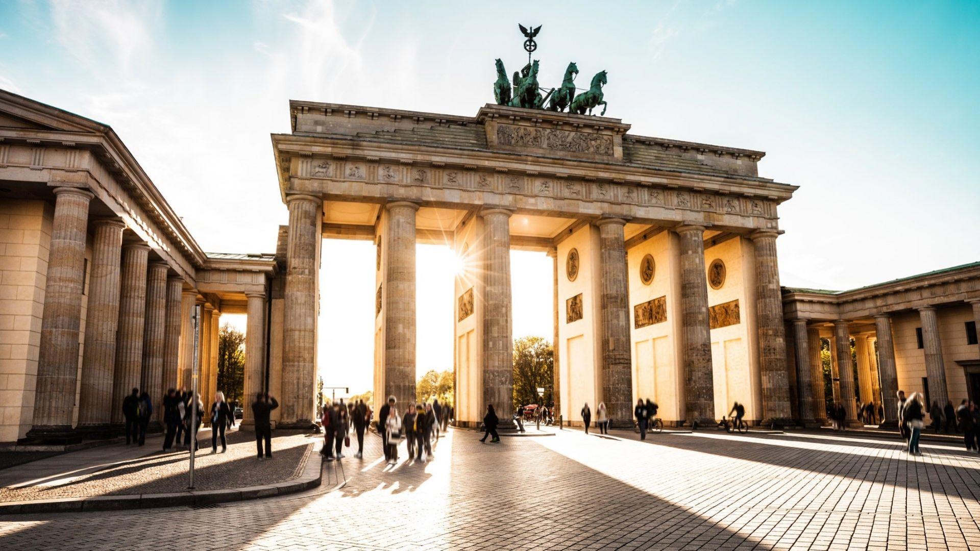 Берлин се връща към нормалността, но усещането на туристите е за антиутопия