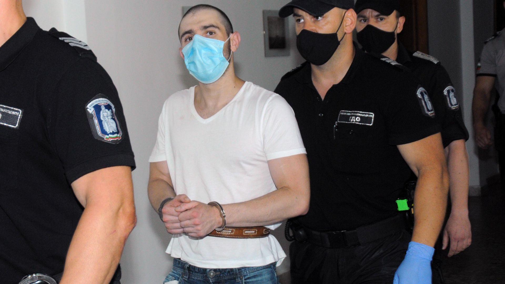 Мъжът, намушкал 18 пъти ученичка, не може да говори след дадени му в ареста лекарства
