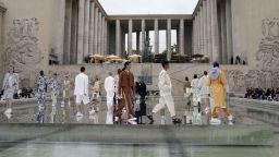 Седмиците мъжка мода в Милано и Париж предложиха колорит и лекота