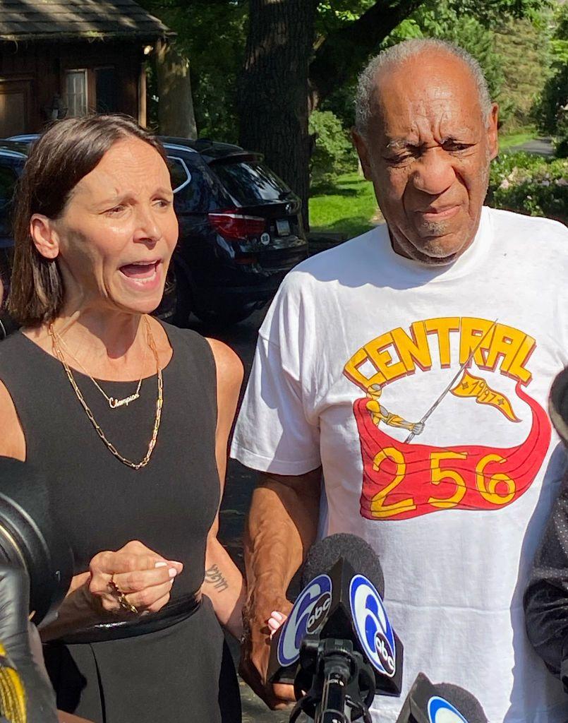 Бил Крозби се връща у дома, след като бива освободен от затвора
