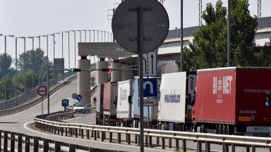"Километрични опашки от автомобили на ""Дунав мост"" 1 (видео)"