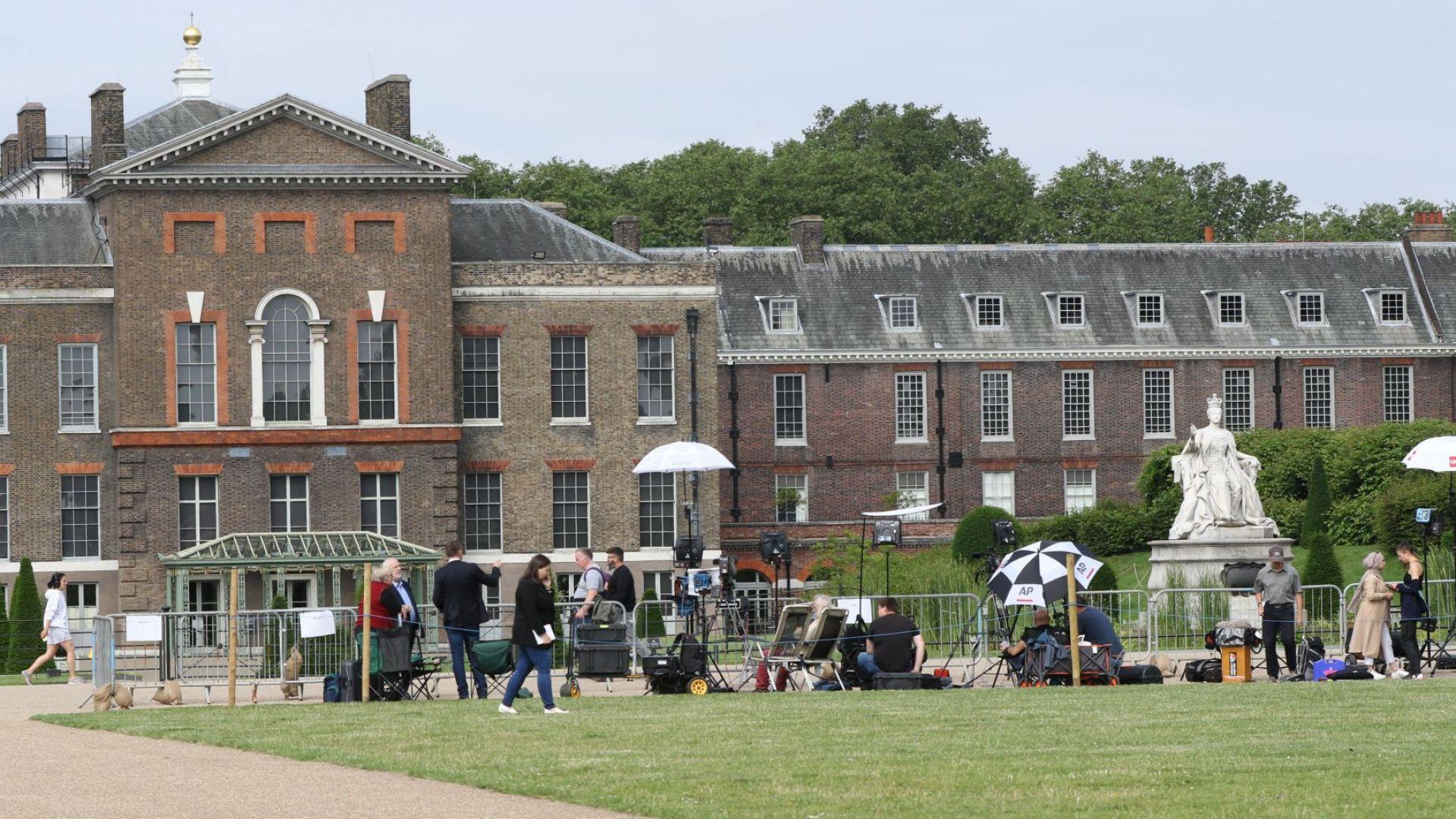 Любимата градина на принцеса Даяна в двореца Кенсингтън приютява статуята ѝ