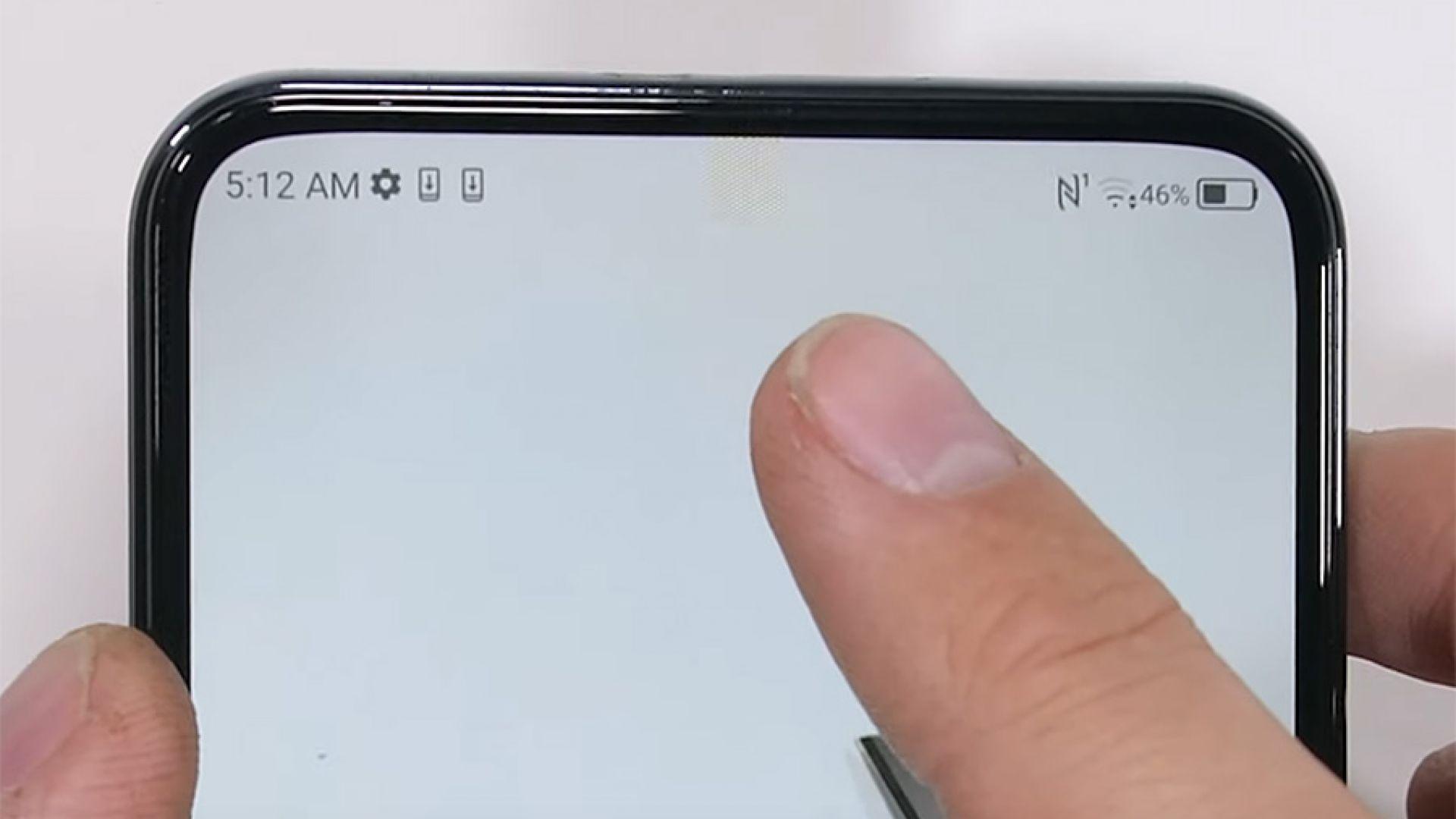 """Задава се първия смартфон с """"невидима"""" селфи камера"""