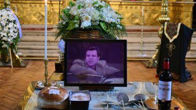 Десетки си взеха последно сбогом с Евгений Бакърджиев (снимки)