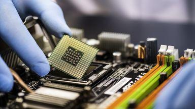 Intel усилено строи нови производствени съоръжения