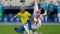 Удари от кунг-фу, 3 червени картона и 7 гола в два четвъртфинала на Копа Америка (Видео)