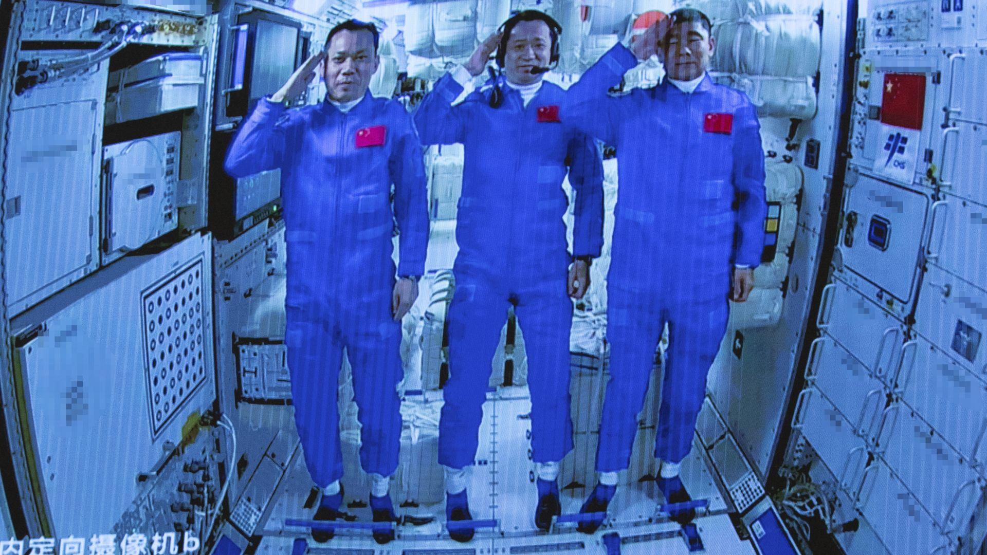 Тайконавтите на борда на Китайската космическа станция