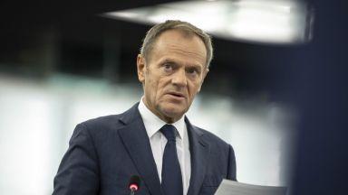 Доналд Туск се завърна в Полша, за да се бие с управляващата партия
