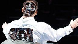 """Човекът-актьор е заменен от хуманоиден робот в спектакъла """"Зловещата долина"""""""