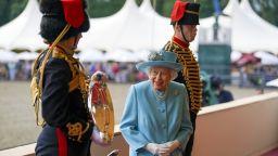 Кралица Елизабет Втора се отказва от всякакъв алкохол
