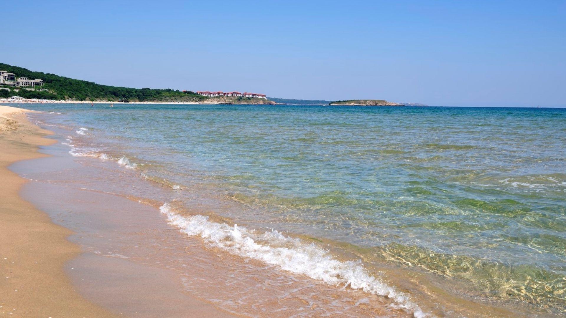 Аркутино: Романтичният плаж със син флаг
