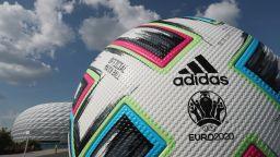 УЕФА показа специална топка за последните три мача на Евро 2020