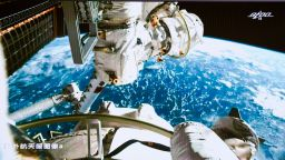 Новата станция на Китай: Сблъсъкът на големите в Космоса