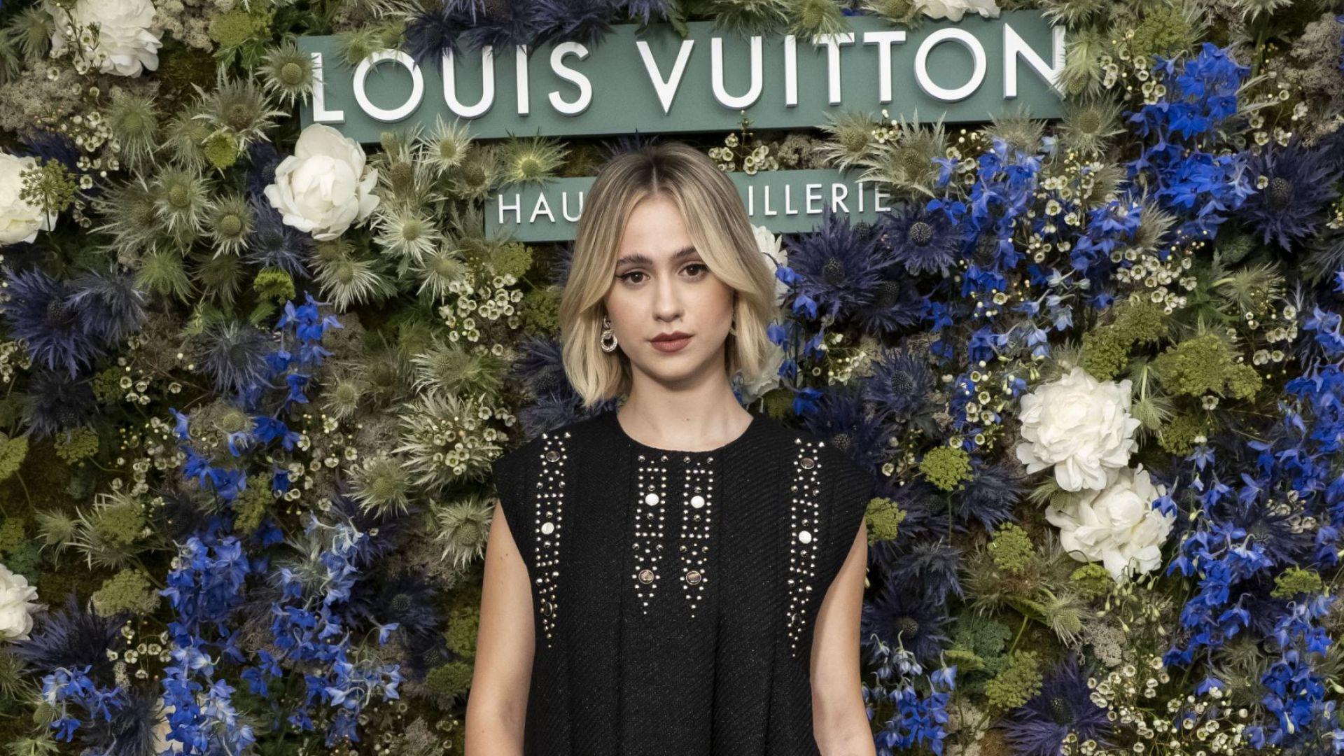 Мария Бакалова в малка черна рокля на ревю на Louis Vuitton в Монако