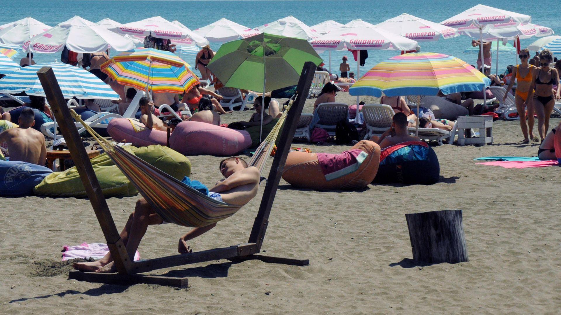 Черноморските курорти се напълниха и вдигнаха цените