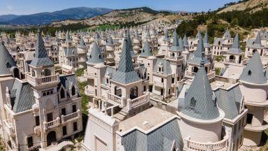 Историята на турския призрачен град от замъци (снимки)