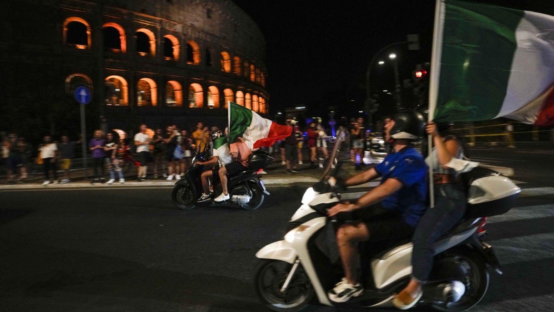 Италия: Какви лъвове! Каква фиеста!