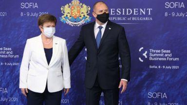 """Румен Радев посреща делегациите в Шестата среща на върха на инициативата """"Три морета"""" (снимки)"""