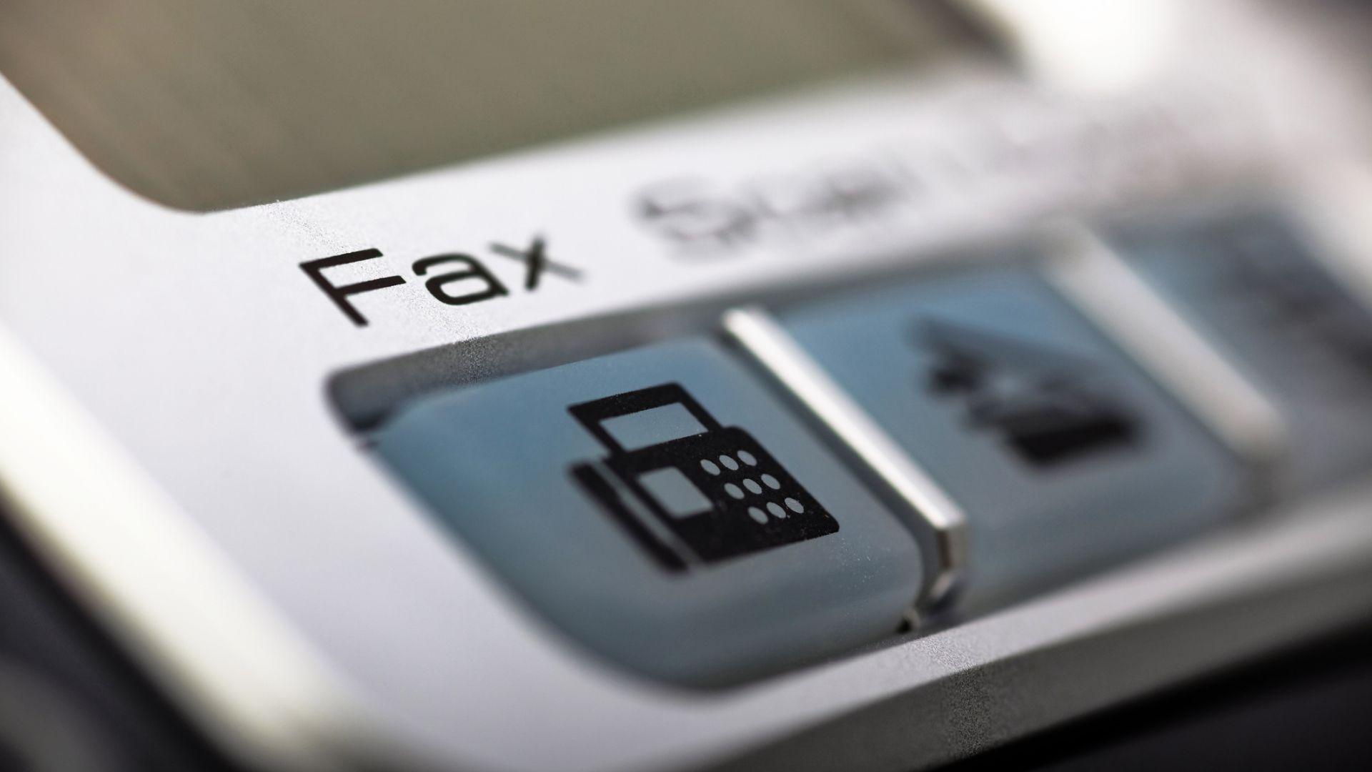 Японски чиновници: Искаме си факсовете