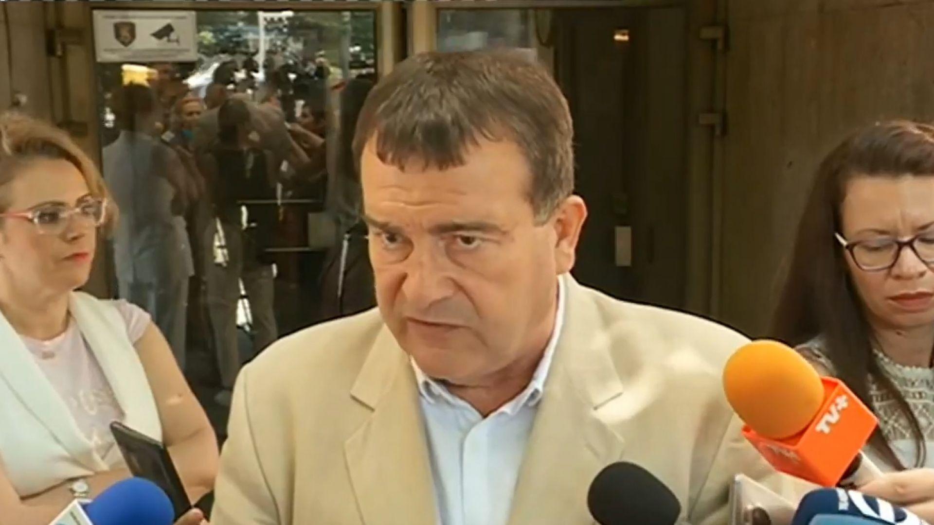Зам.-министърът на здравеопазването намекна за затягане на мерките до дни