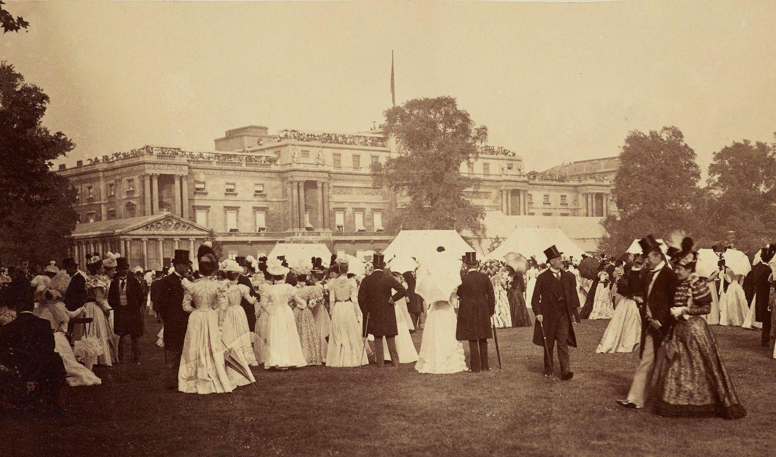 Градинско парти в Бъкингамския дворец по повод диамантения юбилей на кралица Виктория през 1897 г.