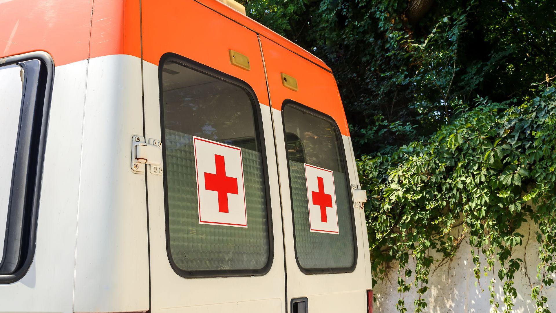 Бебе и 5-годишно дете са ранени при верижна катастрофа на пътя Бургас-Средец