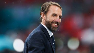 Селекционерът на Англия поиска повече наети жени в националния отбор