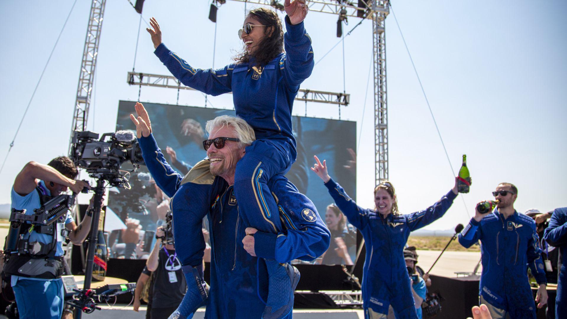 Джеф Безос и Илон Мъск поздравиха Ричард Брансън за успешния полет до космоса