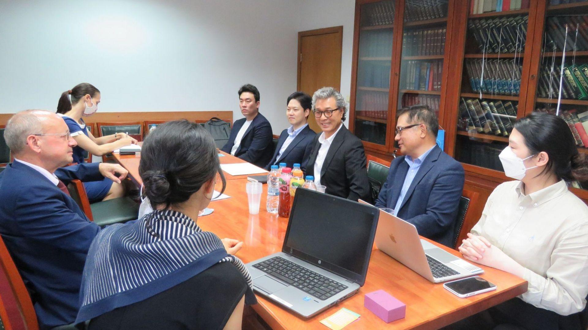 Корейска компания иска да произвежда предпазни маски в България